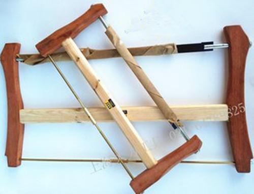 框锯的纵割和横割两种使用方法。