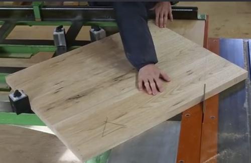 现代木工做的板式电脑桌