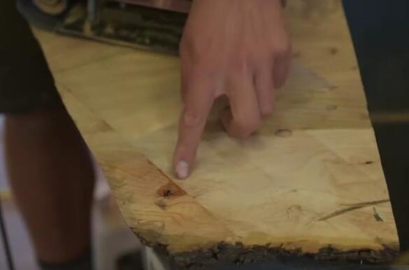 木工修补原生木板,补裂缝与抛光打面