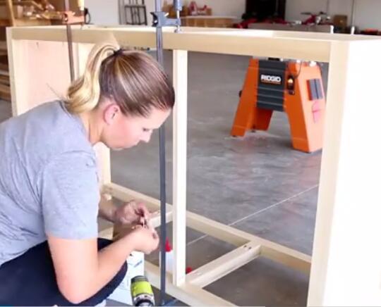 女木工制作实木家具